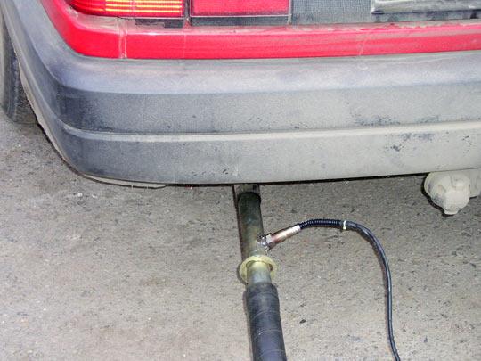 Для проведения измерений, широкополосный лямбда-зонд должен быть установлен в поток отработавших газов