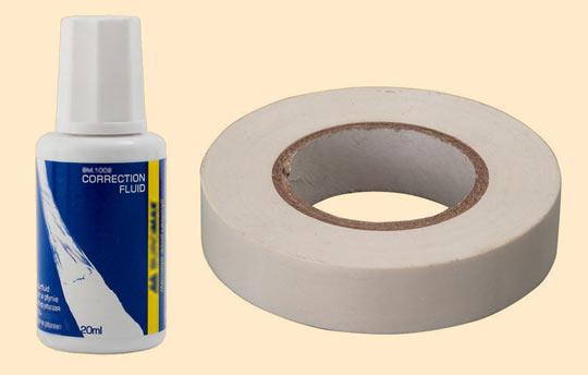 Канцелярская корректирующая жидкость и липкая лента белого цвета