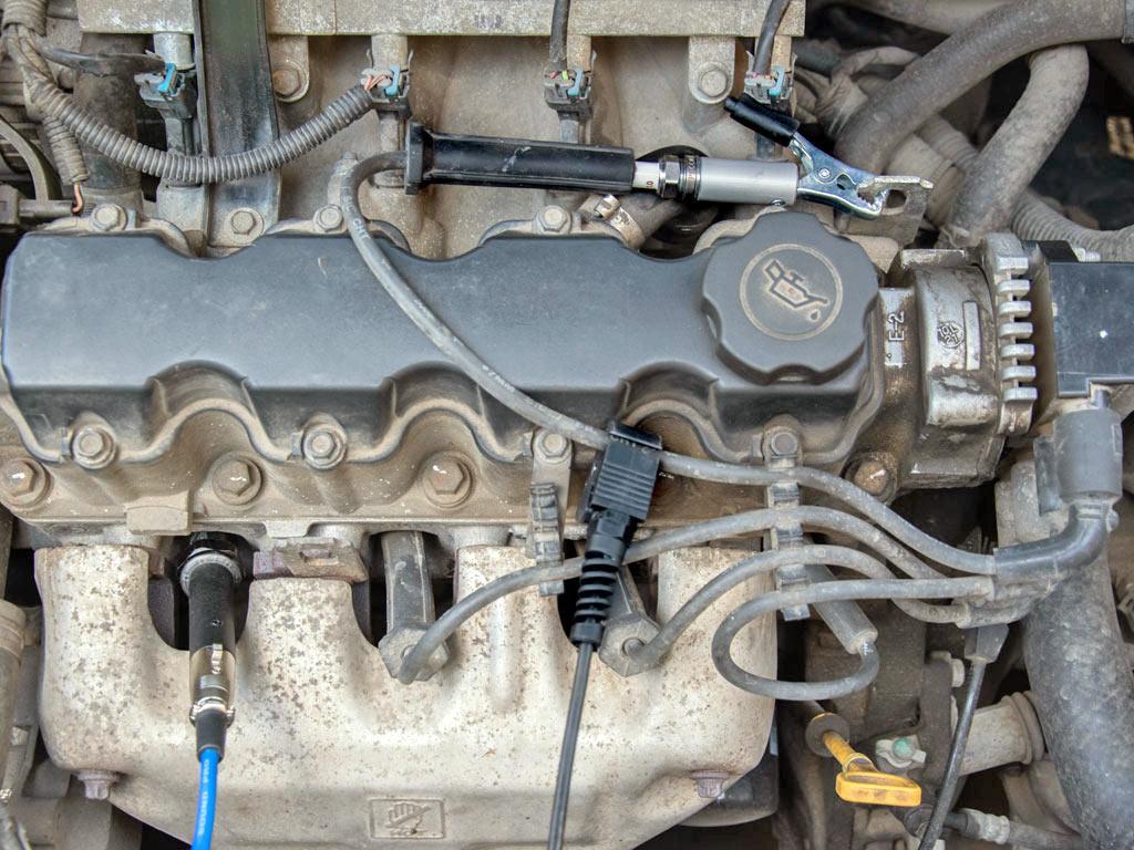 ДатчикдавленияPx35вкручен в свечное отверстие двигателя с 2-мя клапанами на цилиндр