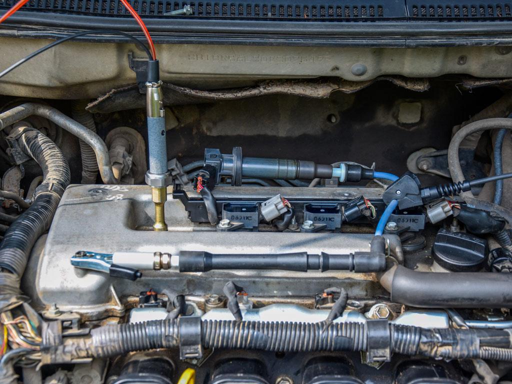 ДатчикдавленияPx8вкручен в свечное отверстие двигателя с 4-мя клапанами на цилиндр через пневматический удлинитель
