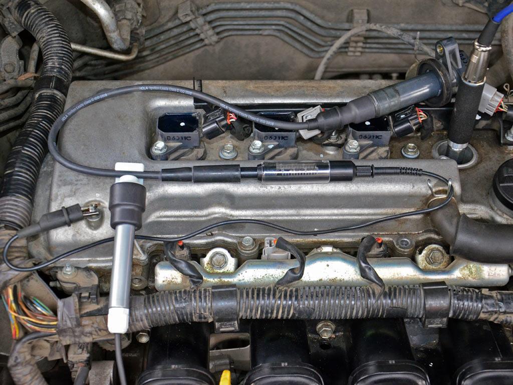 ДатчикдавленияPxвкручен в свечное отверстие двигателя с 4-мя клапанами на цилиндр через пневматический удлинитель